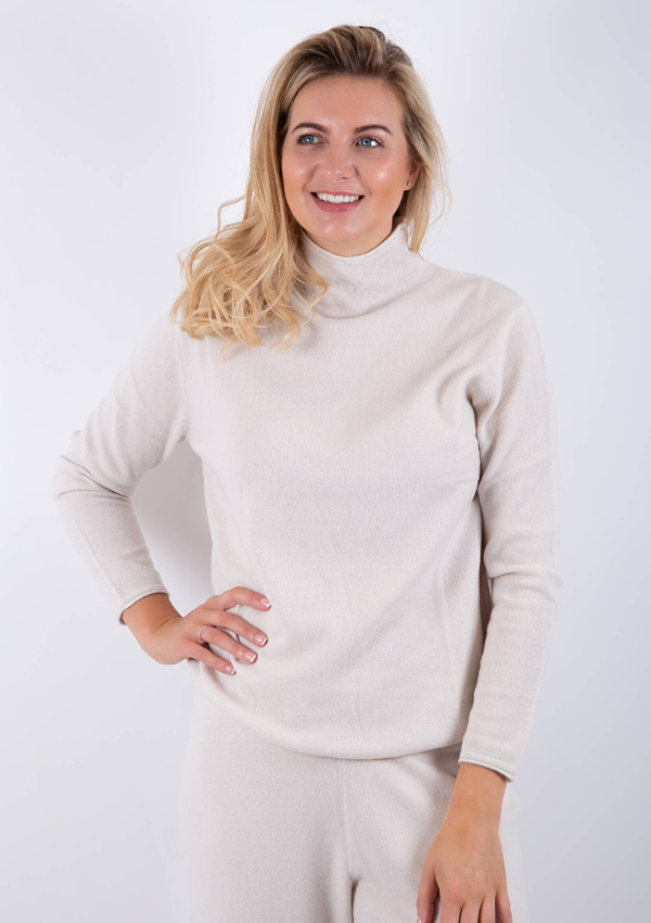 Luisa Cerano blended cashmere sweater. Turtle neck sweater for Knitwear trends 2021