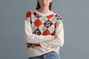 Model in Gant Argil knitwear sweater. Trends for Autumn 2021